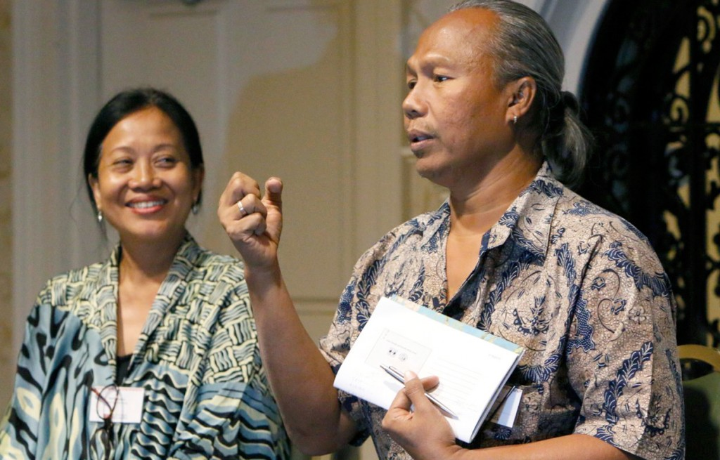 Hani Duarsa and her husband Agung Alit— founders of the Mitra Bali artisan group in Indonesia visit Ten Thousand Villages' National Conference