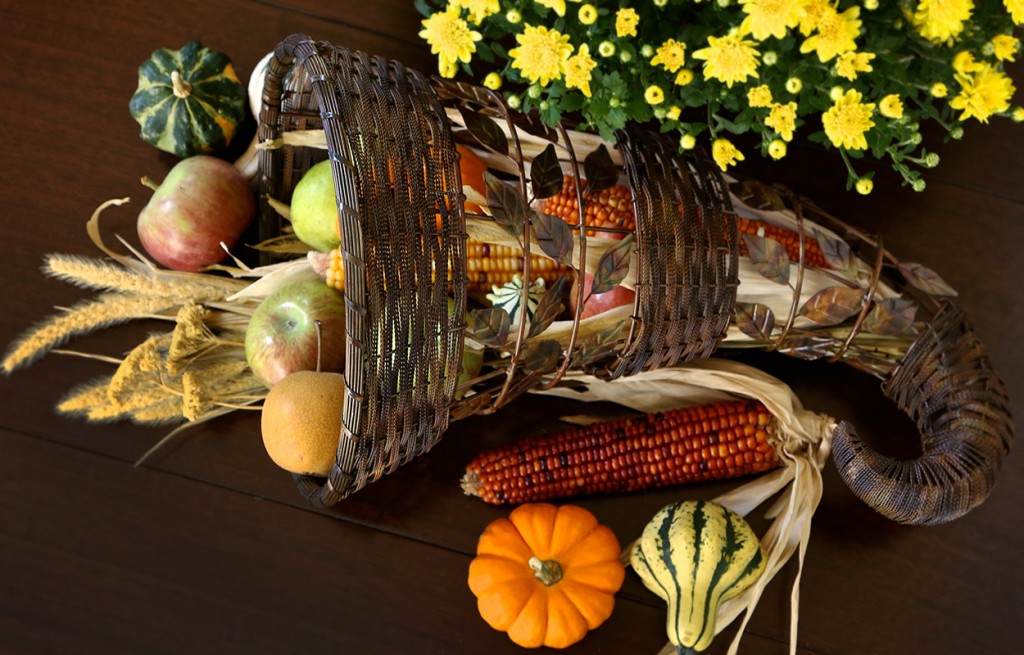 Thanksgiving Decorating, Fall decorating - harvest home - farmers market shopping - indian corn, mums, produce, gourds - cornucopia