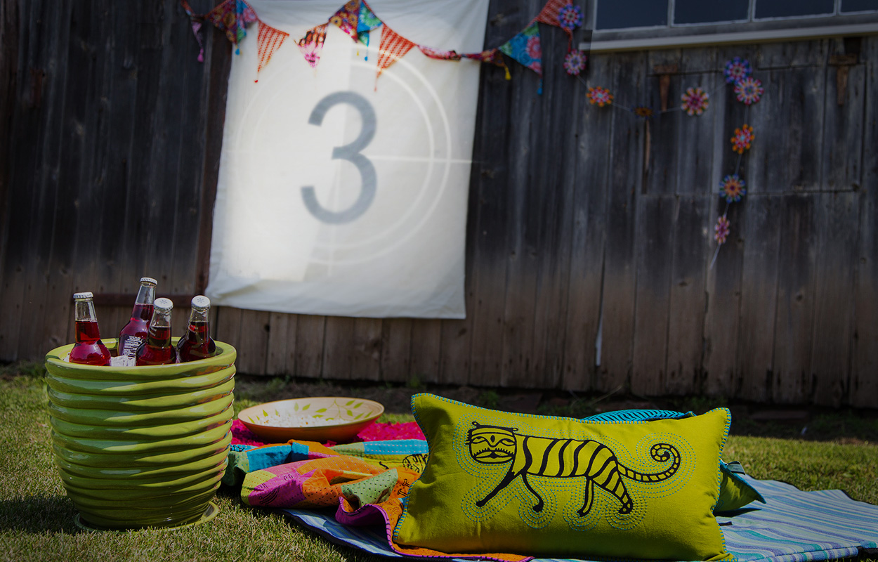 How to host an outdoor movie night | DIY Summer Party
