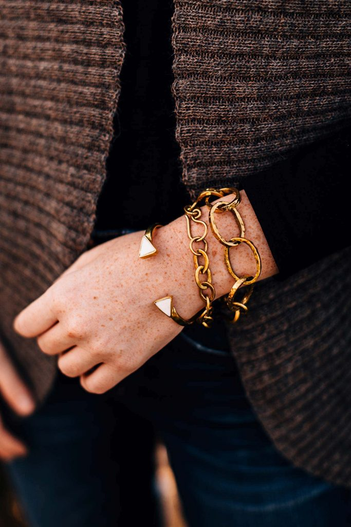 Model is wearing the Small Chain Link Bracelet, the Large Chain Link Bracelet and other coordinating pieces to achieve this summer 2021 fashion trend look.